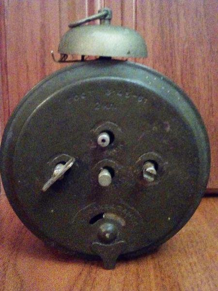 Старинные часы в интерьер
